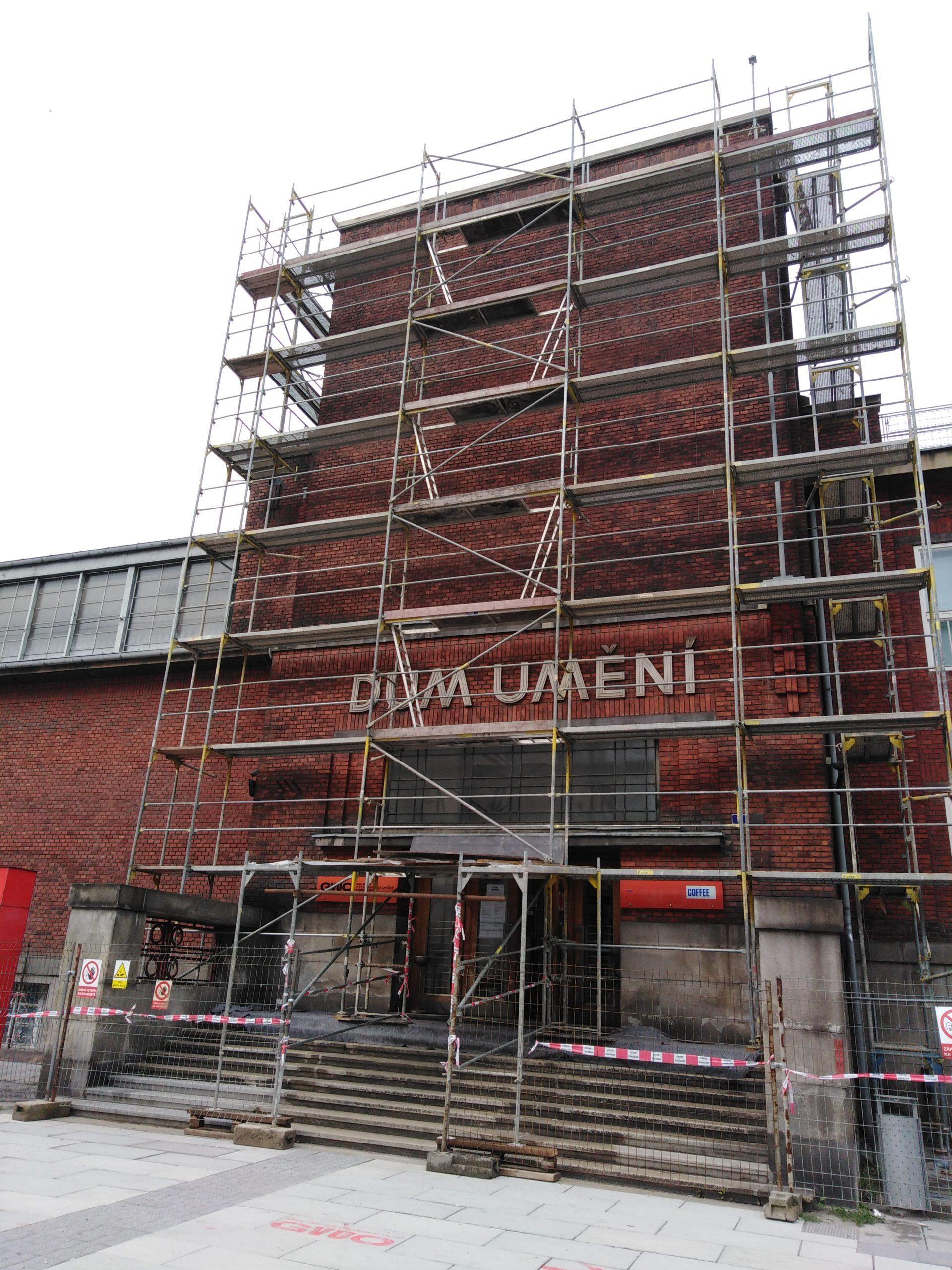 Rekonstrukce střech Domu umění v Ostravě